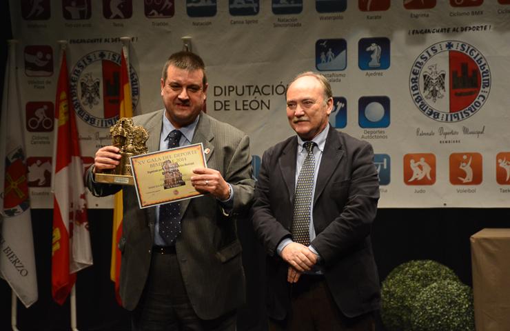 'Chiqui' Barros también tuvo su premio. (Foto: Daniel Quiterio; Infobierzo)