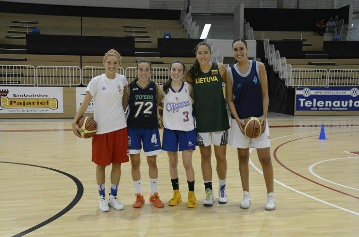 Las nuevas: Vukoje, Blanca, Marta, Vega y Laura. (Foto: Daniel Quiterio)