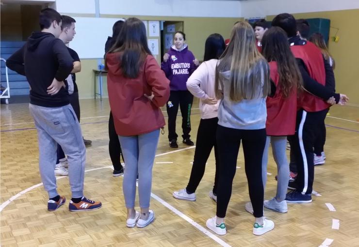 Alba González Y Chiqui Barros Participan En Las Jornadas Culturales Del I E S El Señor De Bembibre Club Baloncesto Bembibre